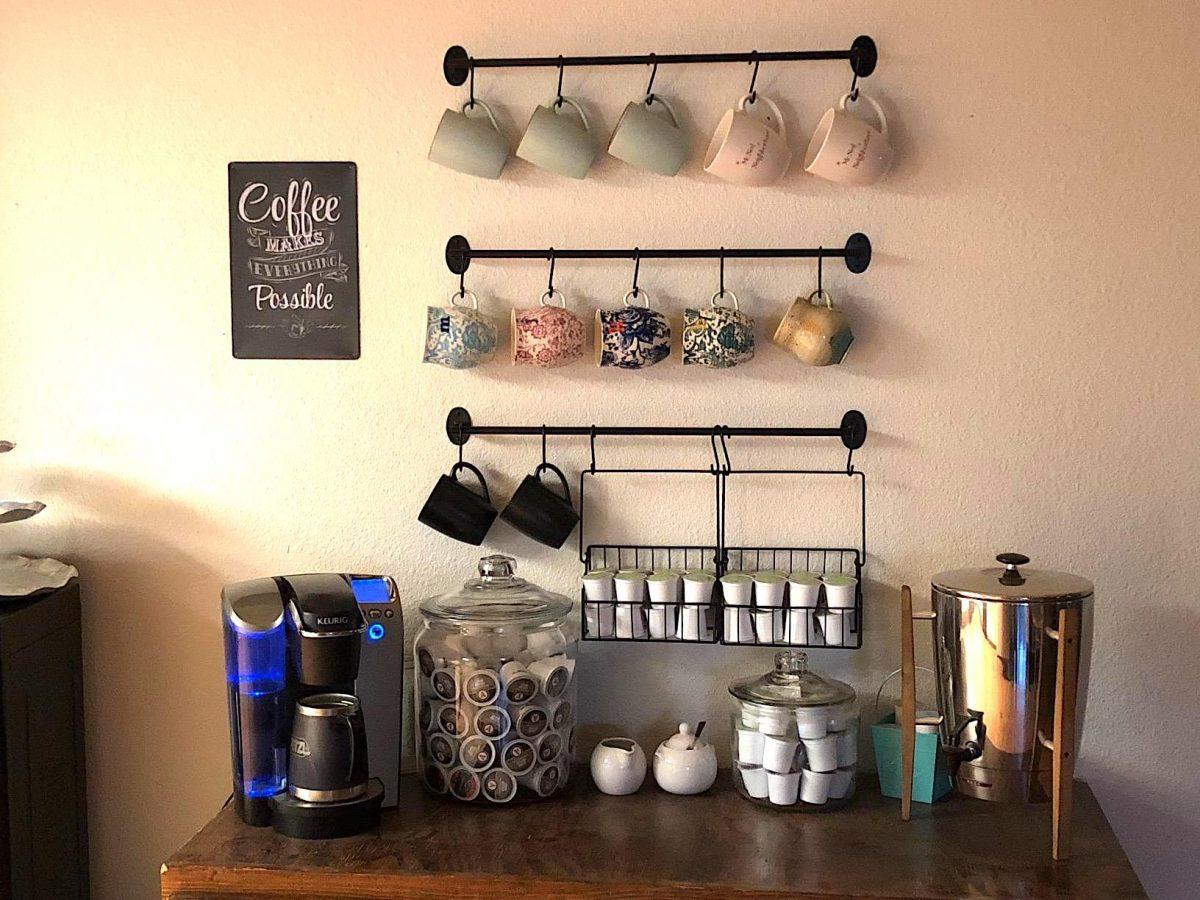 idee-appendere-sistemare-tazze-cucina-angolo