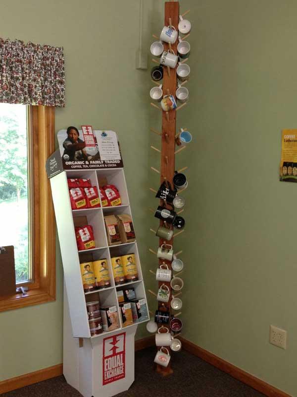 idee-appendere-sistemare-tazze-cucina-torre