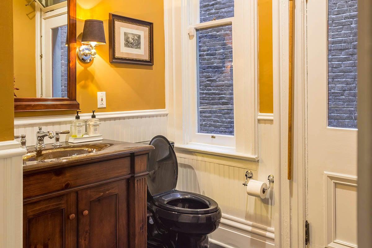 bagno-pareti-giallo-senape 3