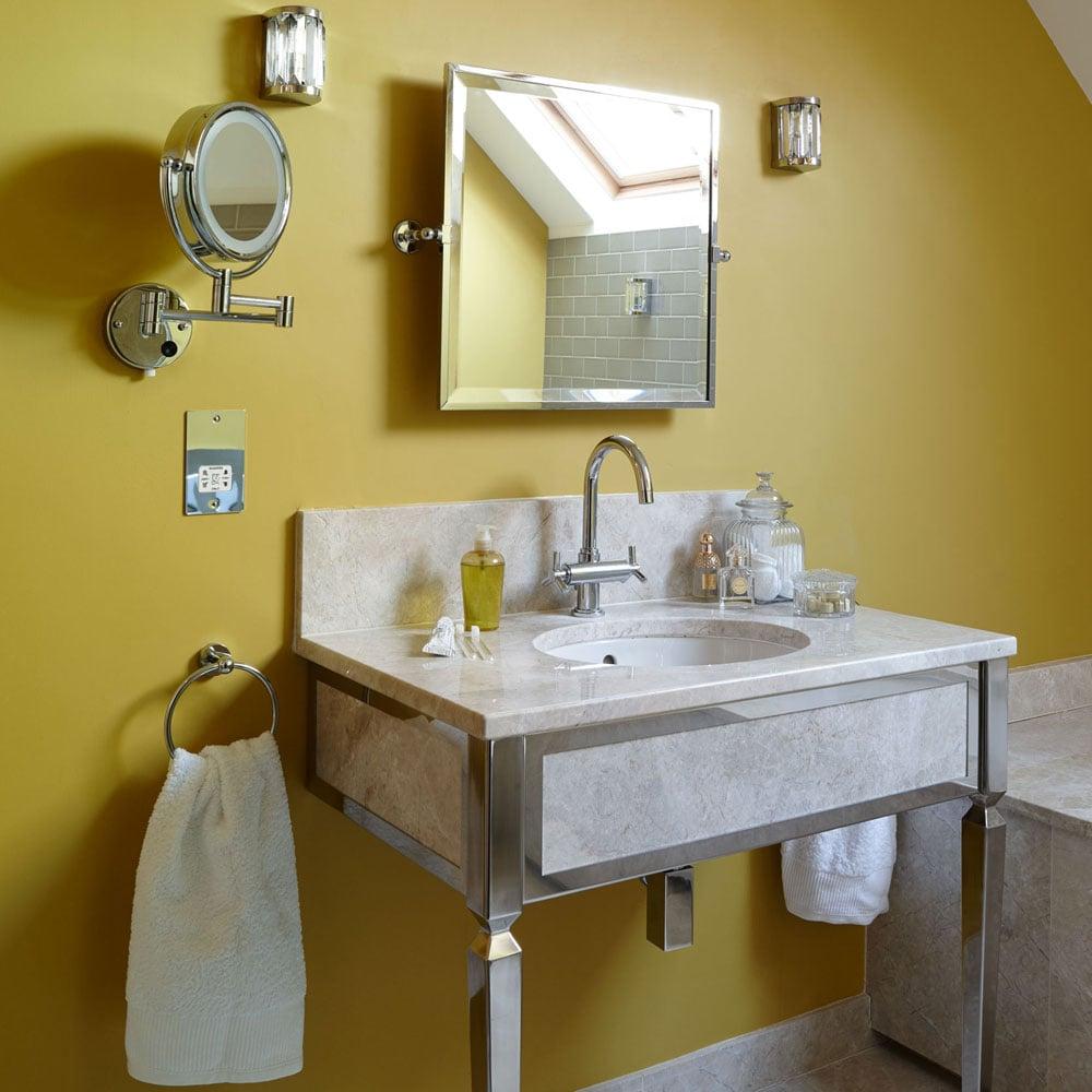 bagno-pareti-giallo-senape 5