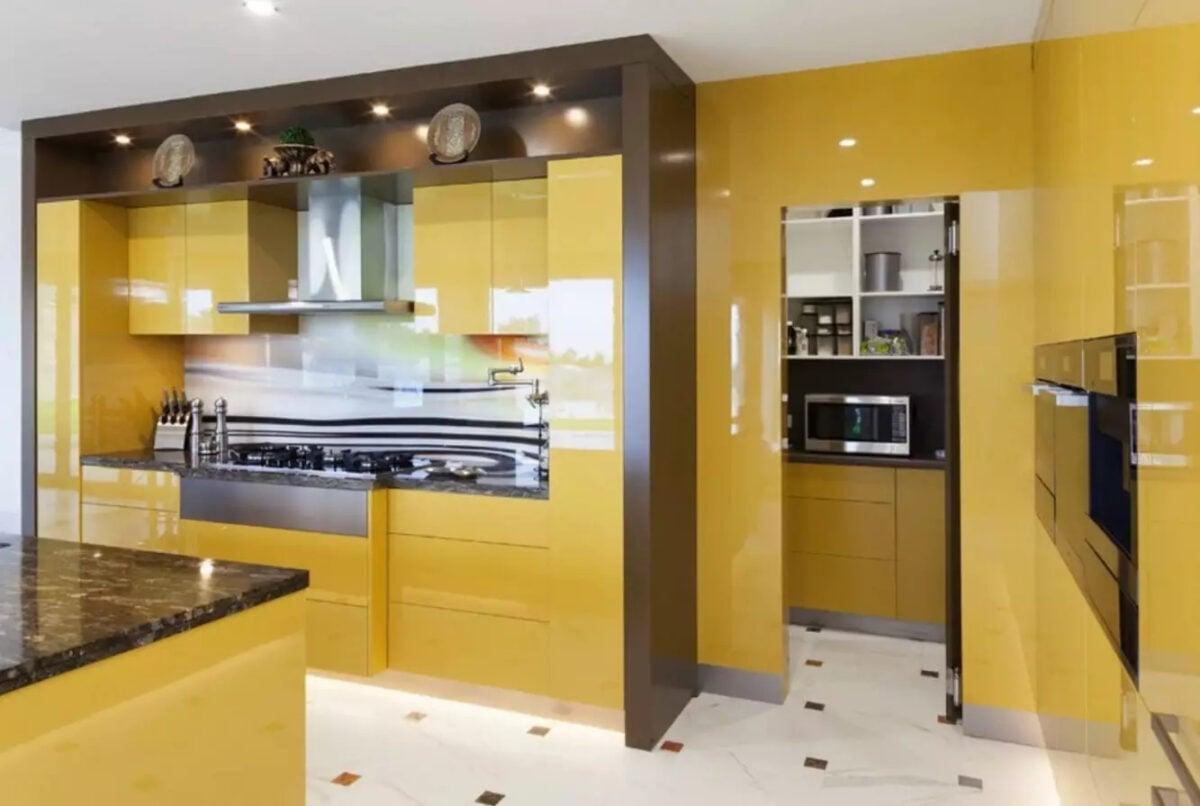 Cucina pareti color giallo senape