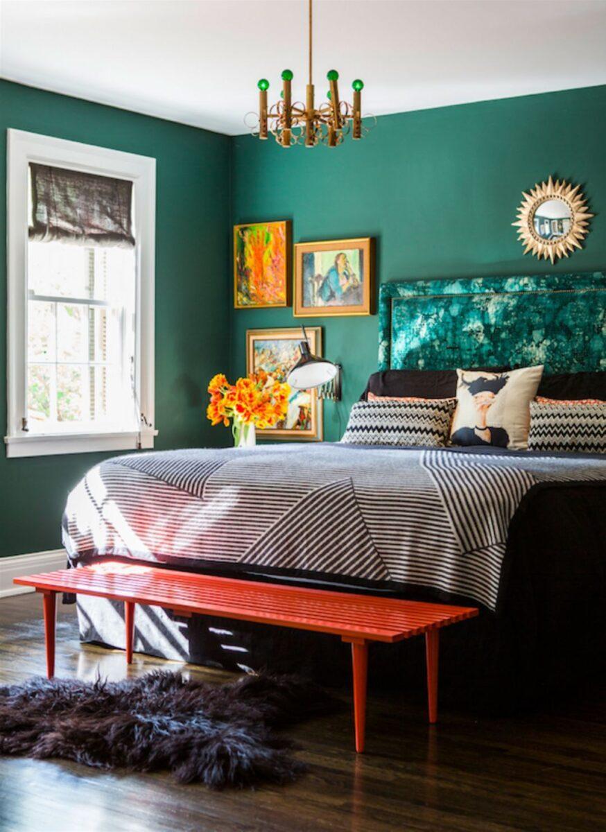 pareti-verde-smeraldo-camera-da-letto-boho-eclettica