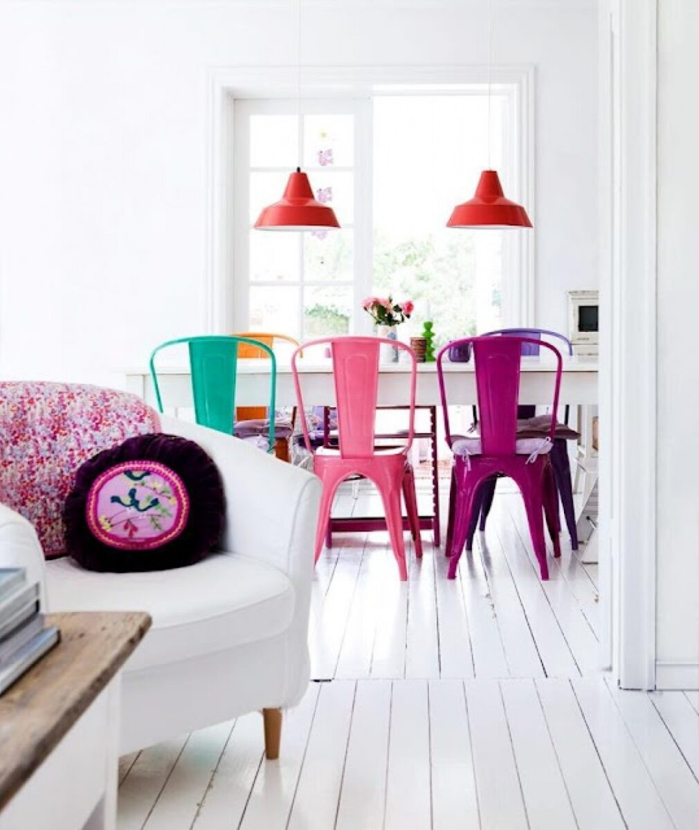 sedia-moderna-in-metallo-lucido-colorato