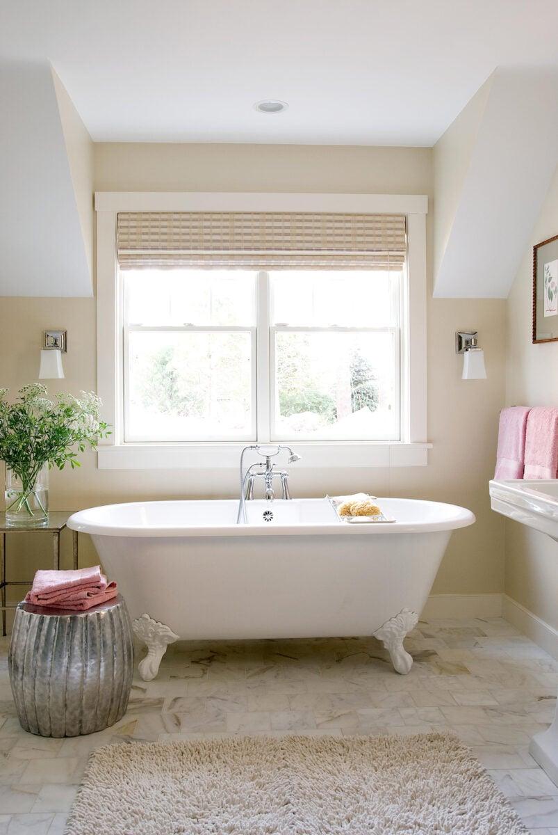 bagno-pareti-avorio-e-bianco