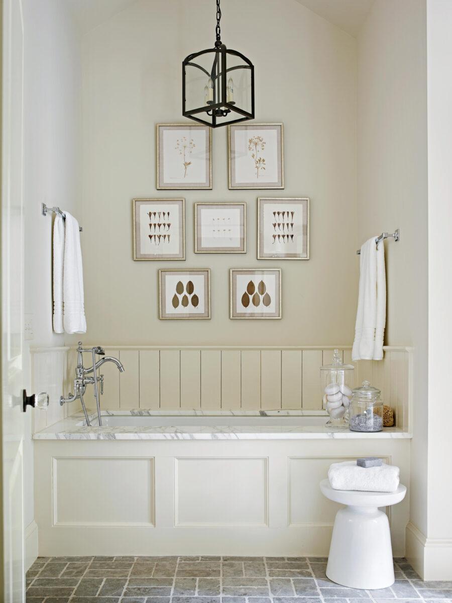 bagno-pareti-avorio-monocromatico