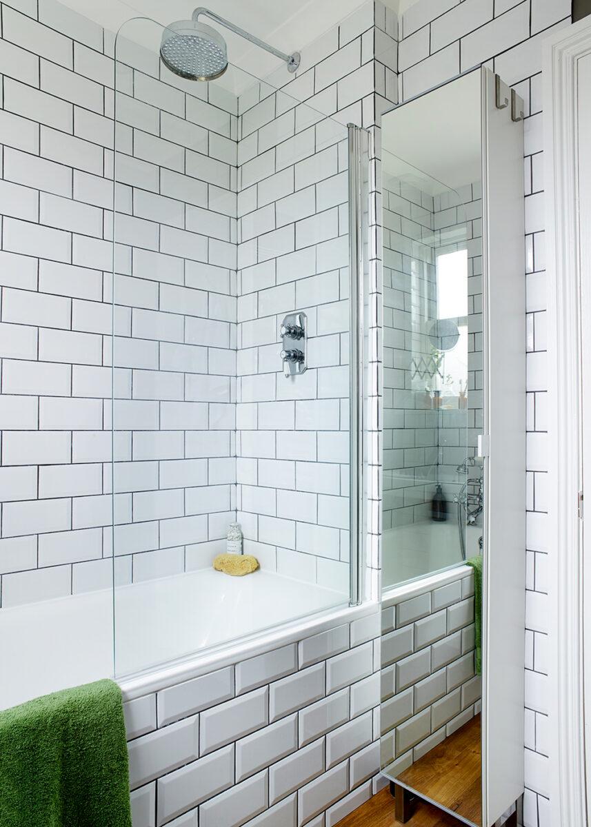 bagno-piccolo-moderno-rivestimento-mattonelle-metropolitana