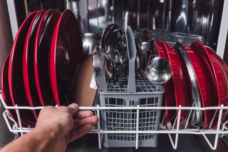 come-caricare-la-lavastoviglie-copertina