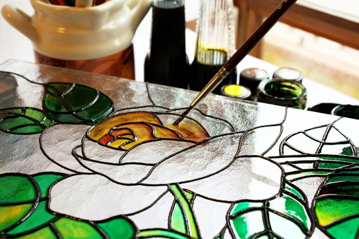 Come dipingere la trasparenza del vetro: guida alla decorazione