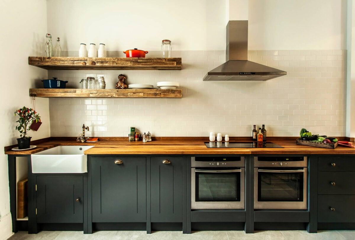 come-proteggere-il-piano-di-lavoro-in-legno-della-cucina-2
