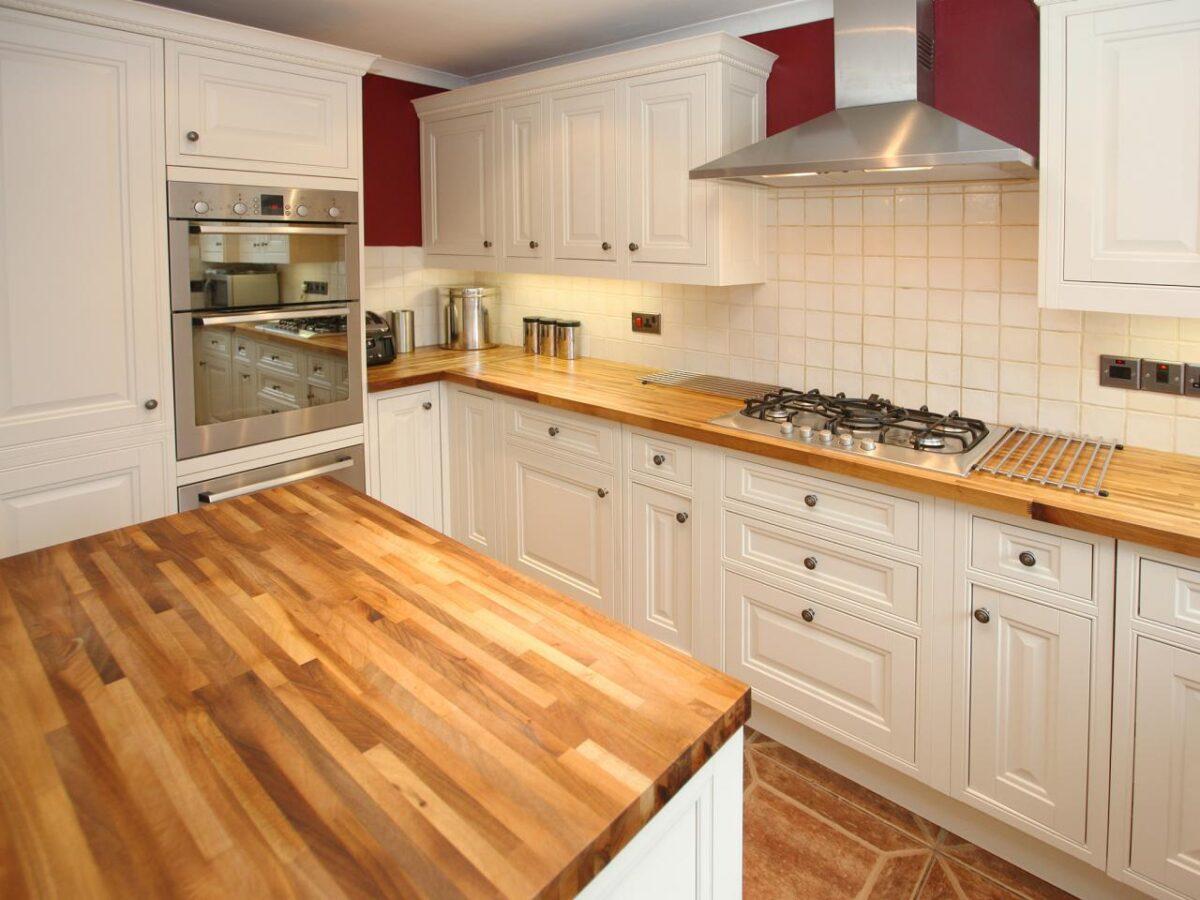 come-proteggere-il-piano-di-lavoro-in-legno-della-cucina