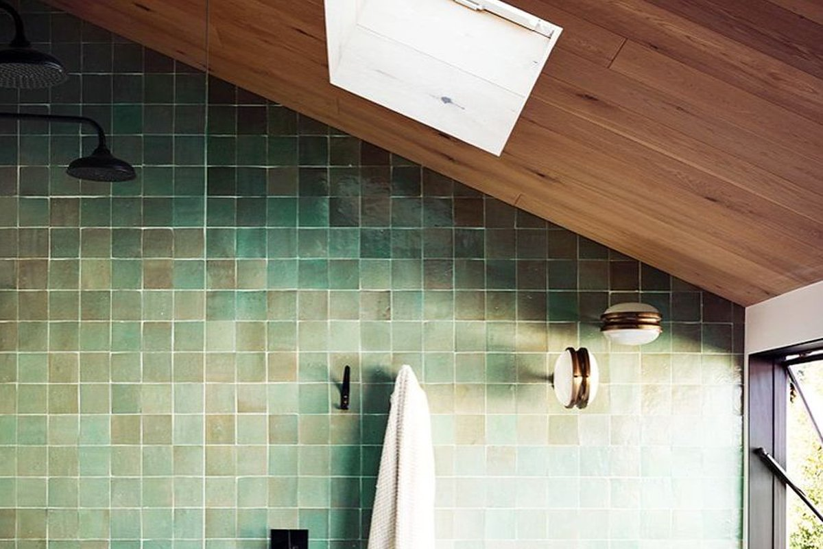 10 rivestimenti bellissimi e originali per un bagno moderno