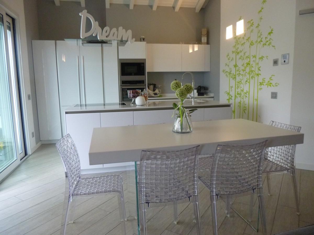 tavolo-cucina-moderna-finitura-lucida