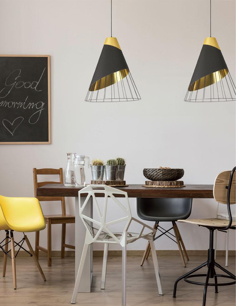 tavolo-cucina-moderna-set-sedie-diverse