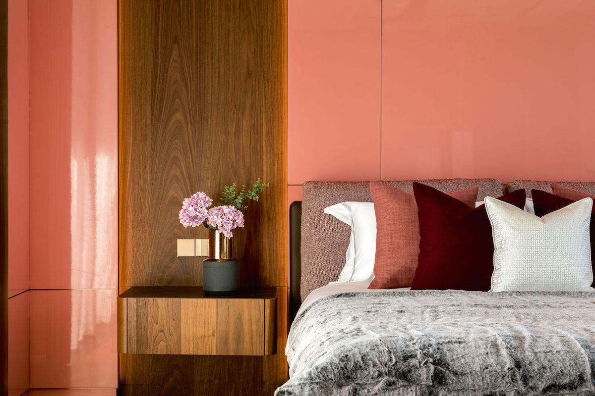 camera-da-letto-pareti-color-corallo-3