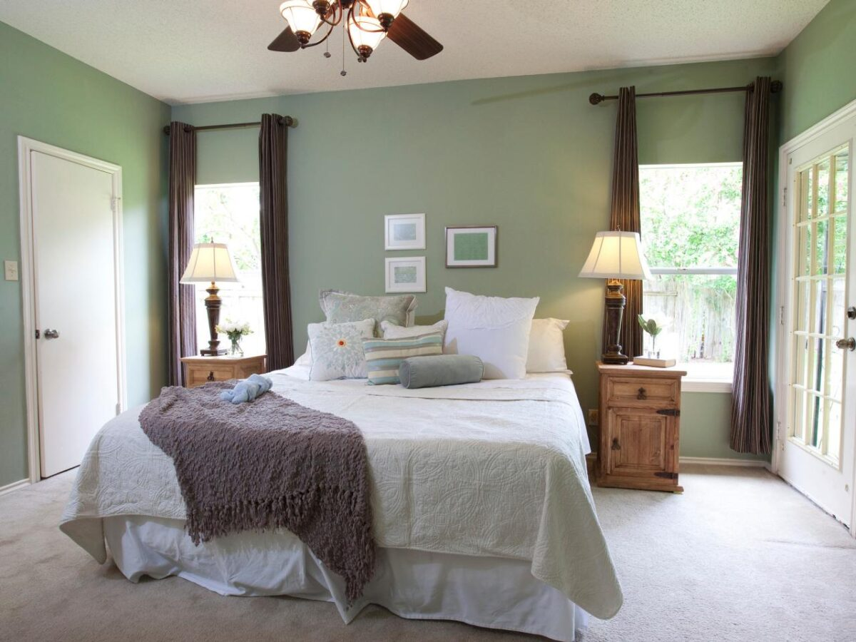 Camera da letto pareti color verde salvia