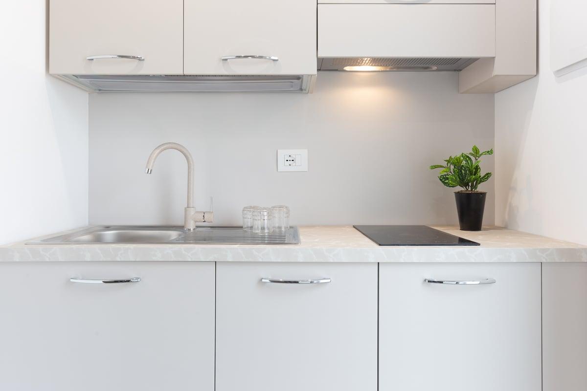 come-disporre-i-mobili-in-una-cucina-piccola-21