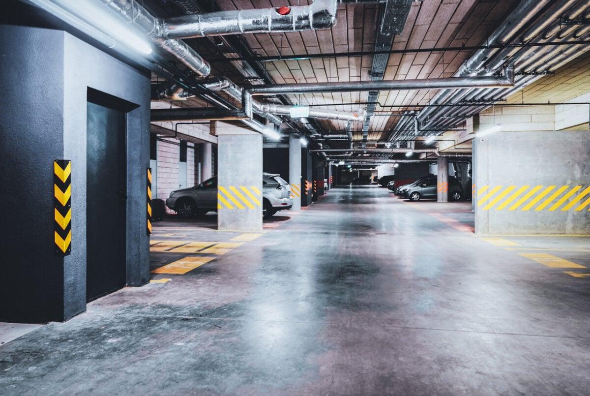 Auto nuova non entra nel parcheggio condominiale: cosa fare?