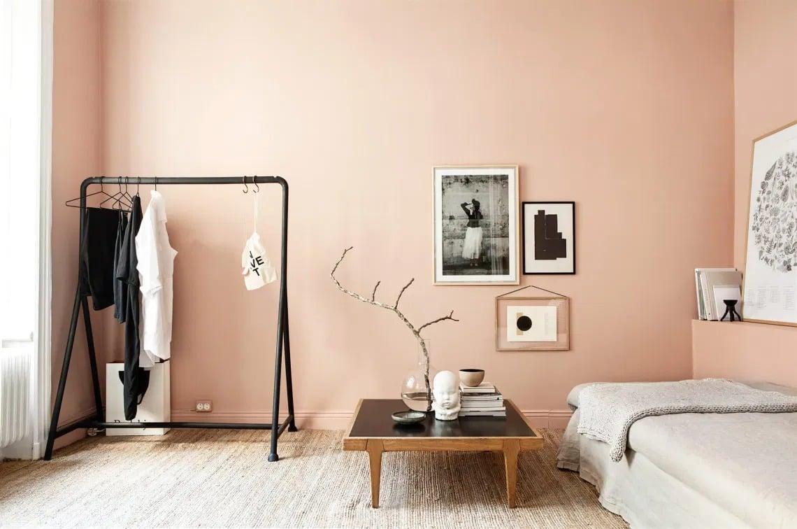 Camera da letto: soavità con le pareti color salmone