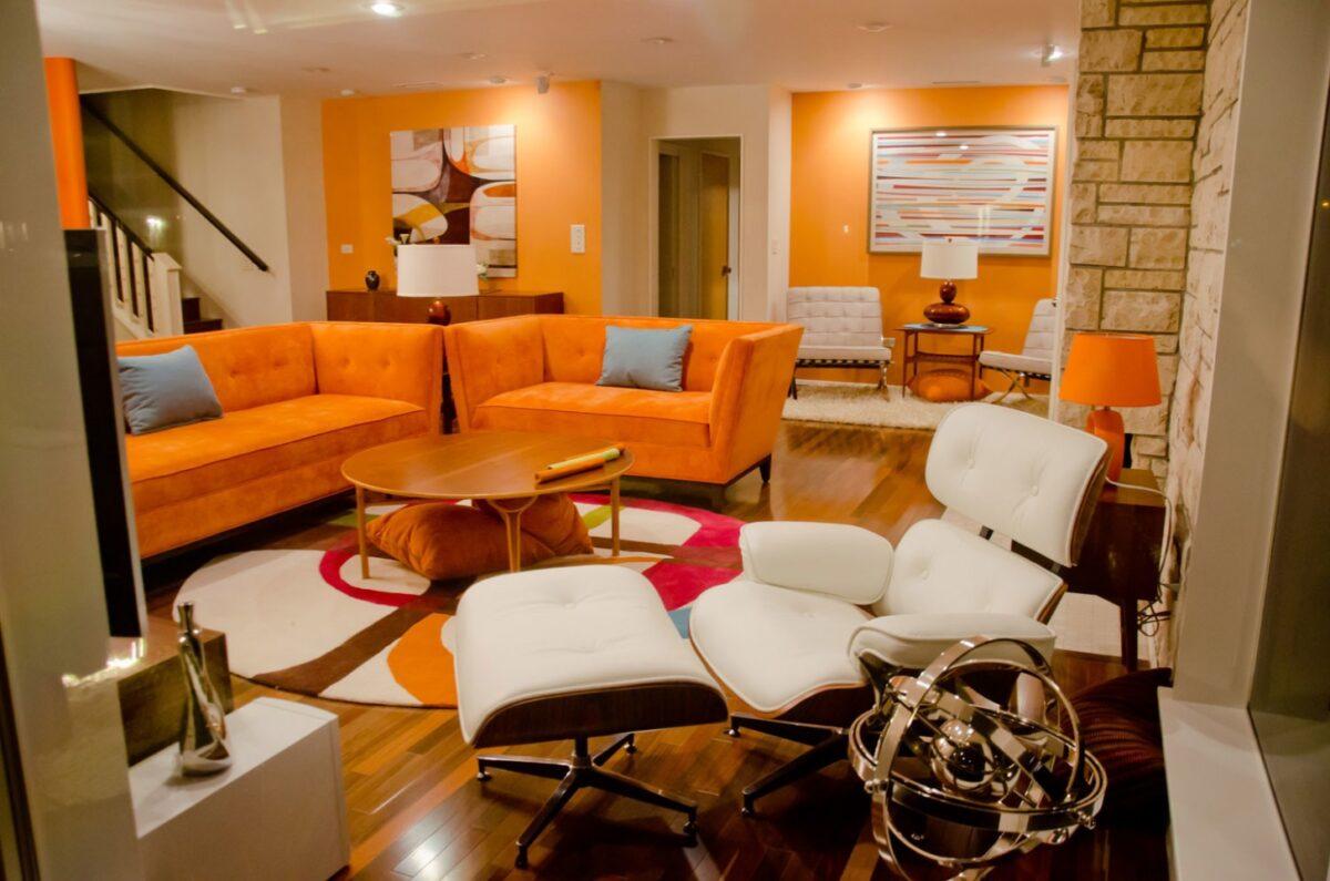 Soggiorno pareti color arancione