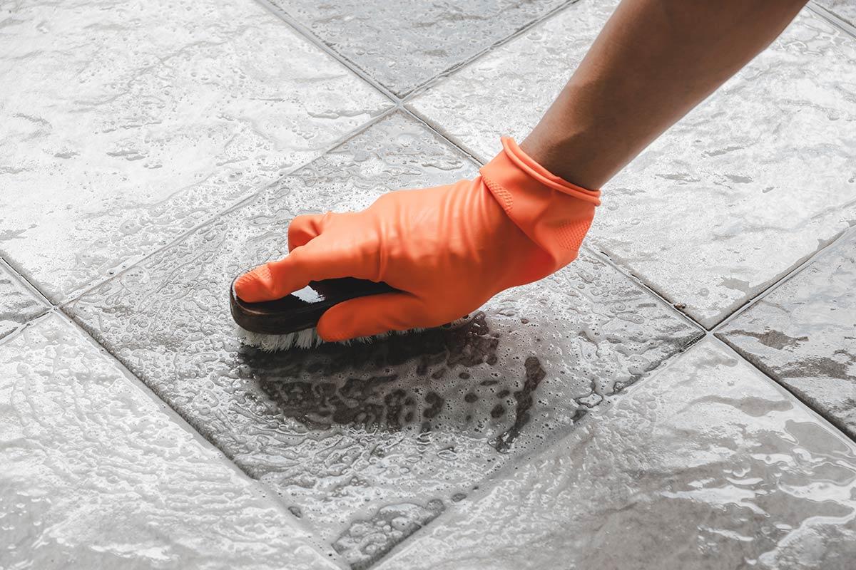 Come-togliere-le-macchie-di-ruggine-da mobili-pareti-pavimenti