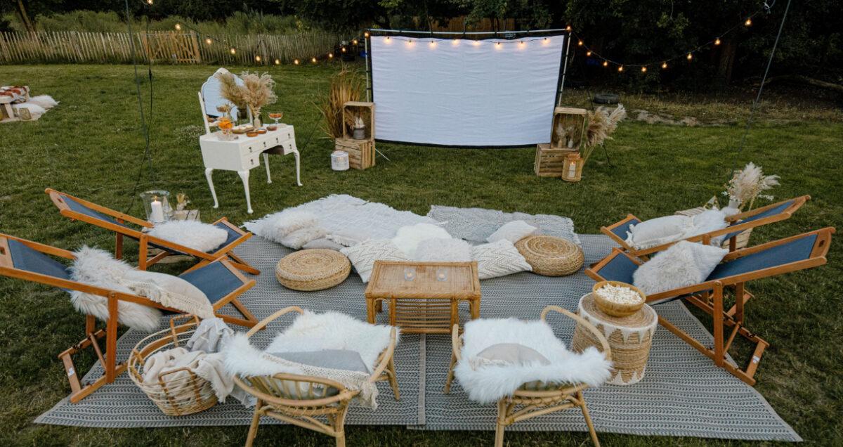 come-creare-cinema-aperto-giardino-sedute