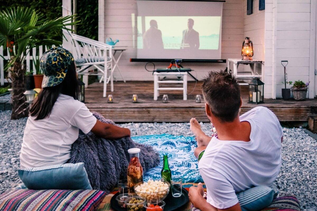 come-creare-cinema-aperto-giardino
