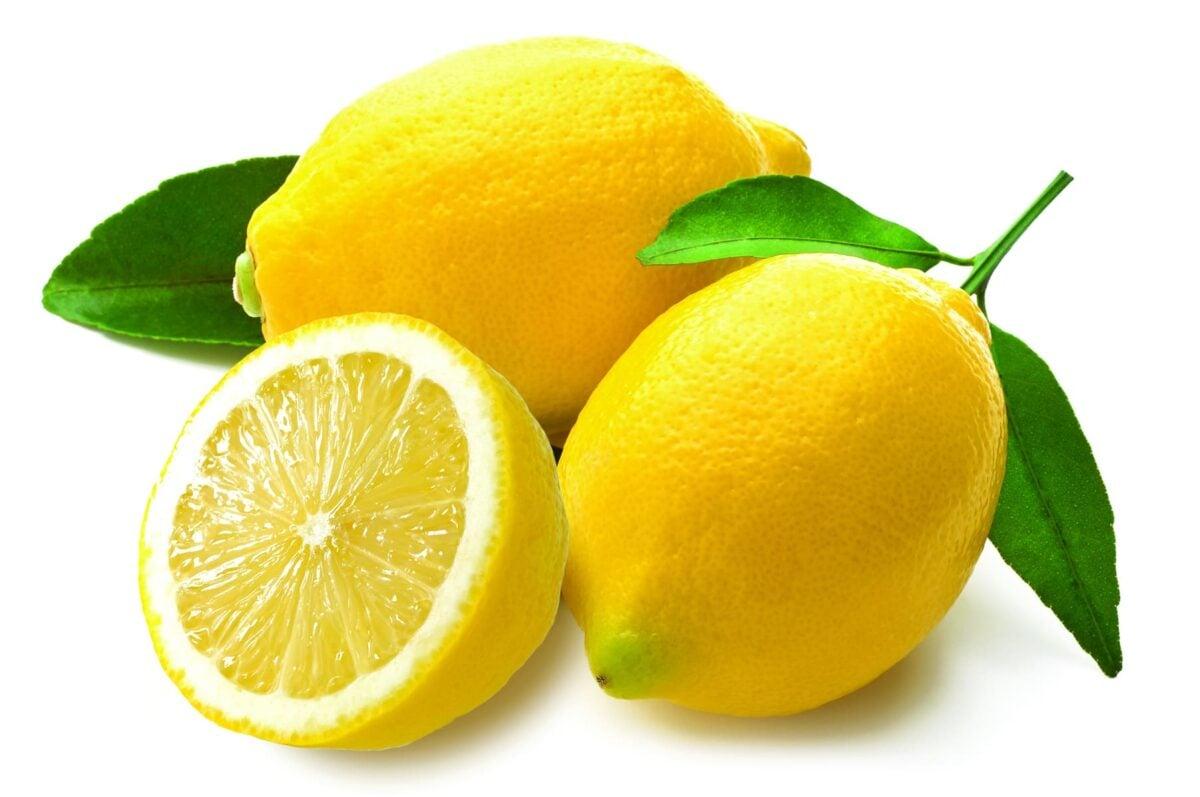 come-far-tornare-lucide-maniglie-ottone-limone