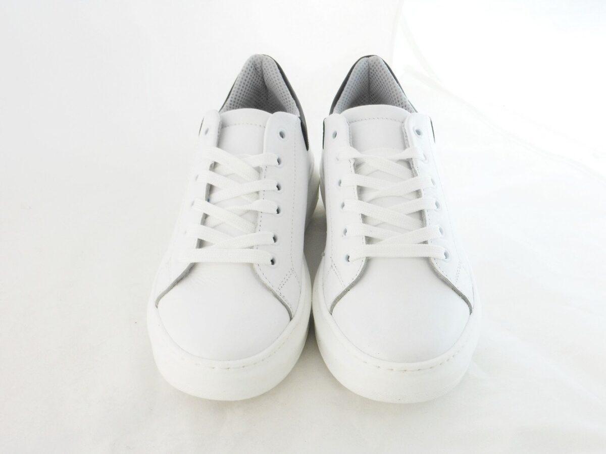 come-pulire-le-sneakers-bianche-senza-rovinarle-17