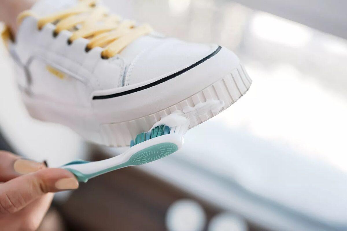 come-pulire-le-sneakers-bianche-senza-rovinarle-18