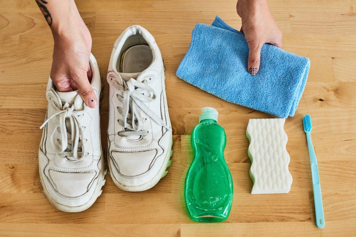 come-pulire-le-sneakers-bianche-senza-rovinarle-2