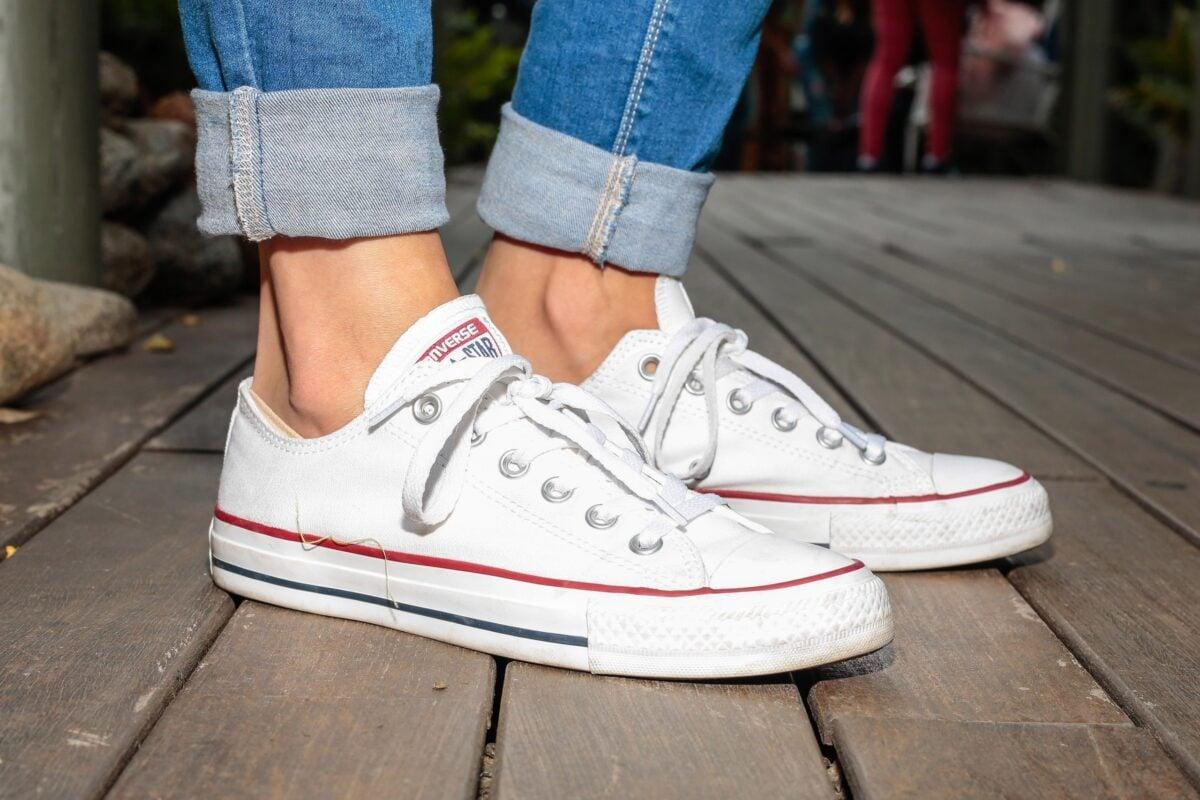 come-pulire-le-sneakers-bianche-senza-rovinarle-3