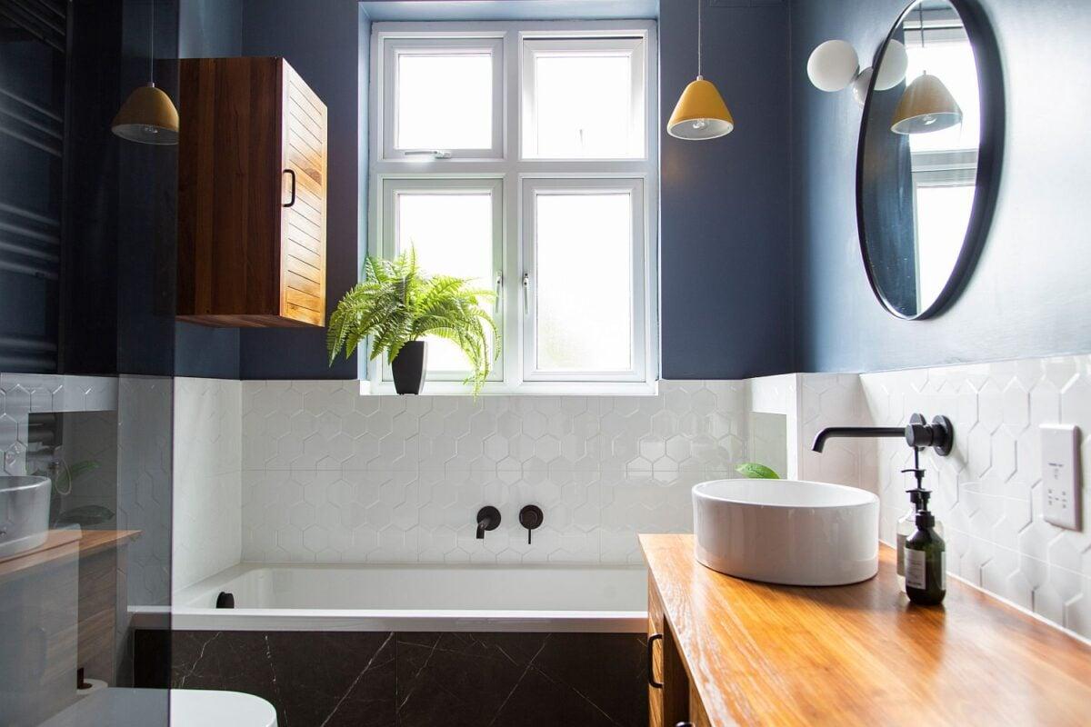 Bagno-colore-pareti-blu-navy-5