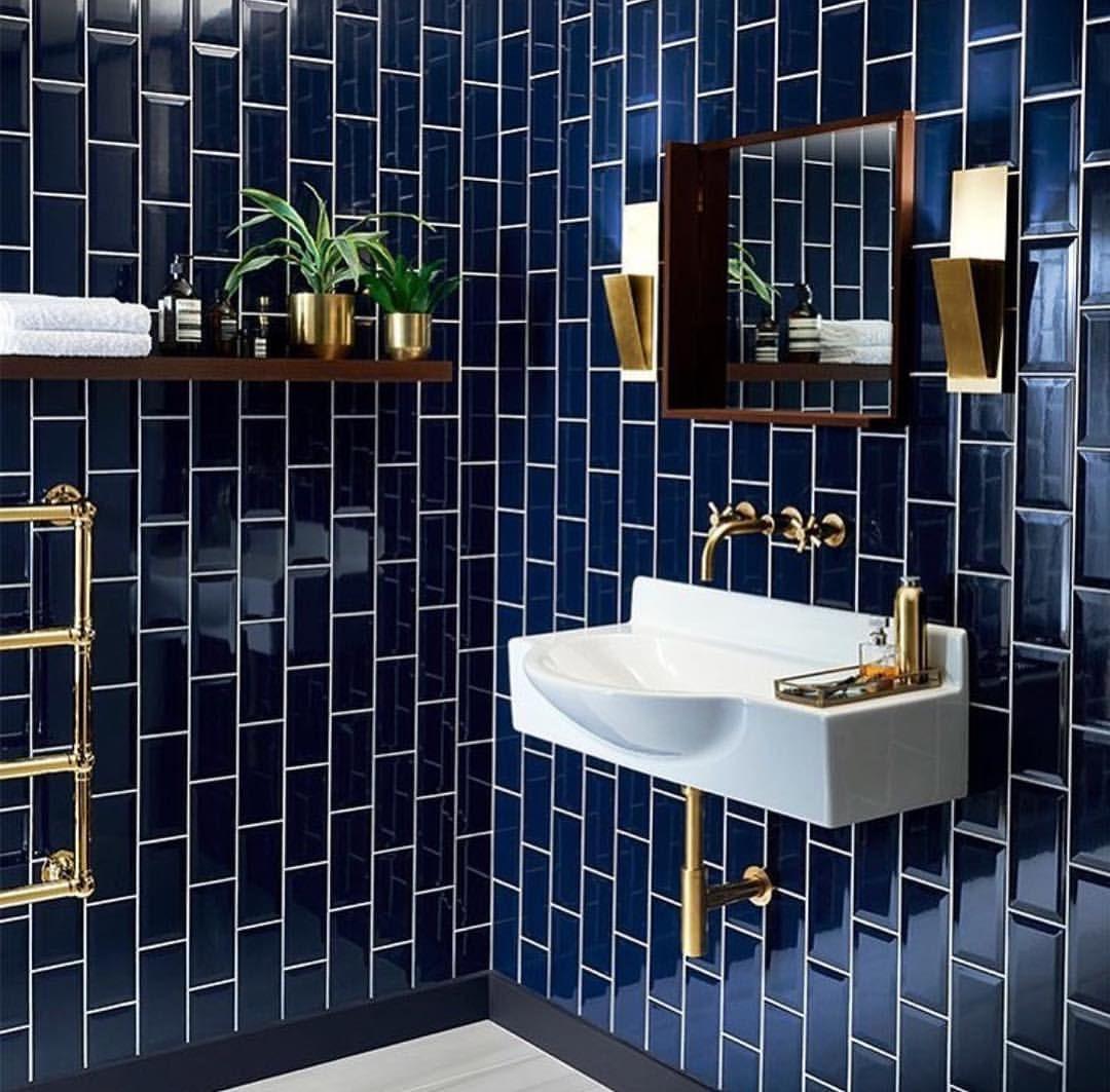 Bagno-colore-pareti-blu-navy-9