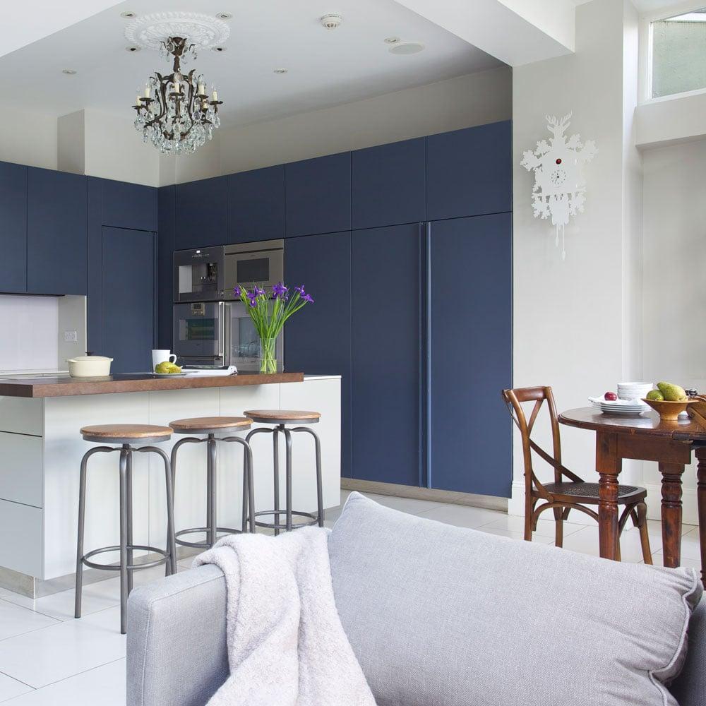 Cucina-colore-pareti-blu-navy-3