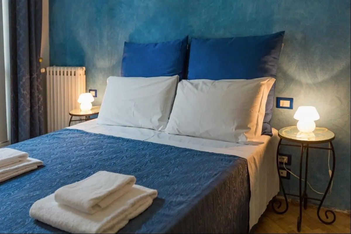 camera-da-letto-color-cobalto-8
