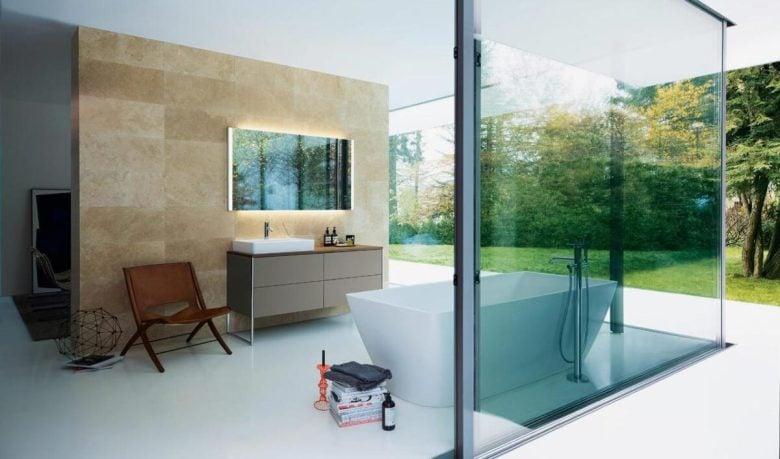 come-rendere-luminoso-bagno-parete-trasparente