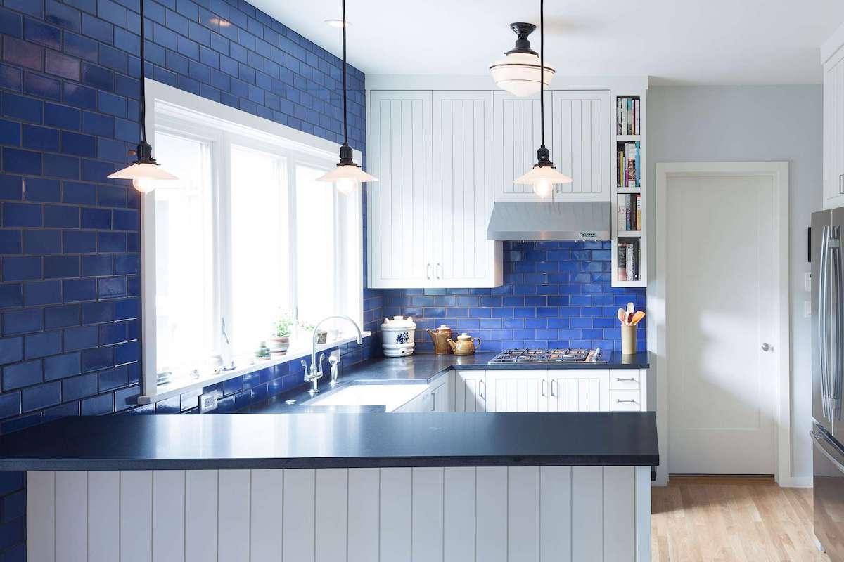 Cucina pareti color cobalto: idee e ispirazioni per ogni stile