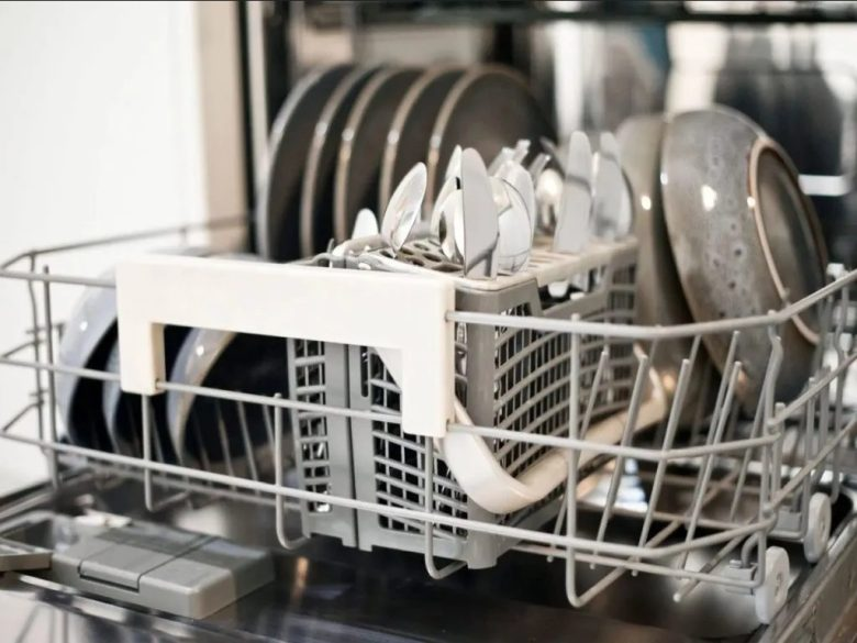 lavastoviglie-a-doppio-ingresso-per-acqua-calda-e-fredda-4