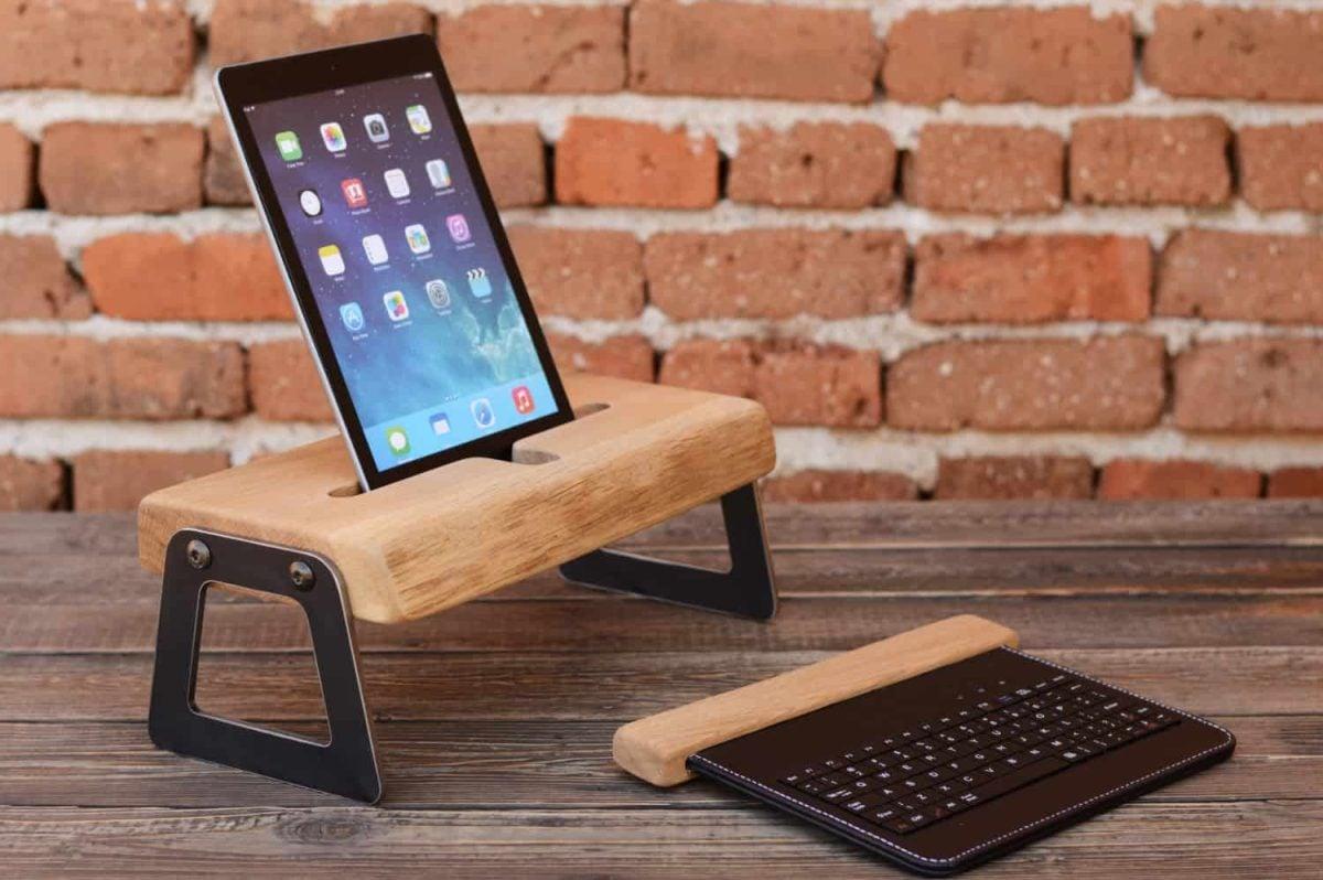 Come realizzare un porta tablet con il riciclo creativo: 5 idee da copiare
