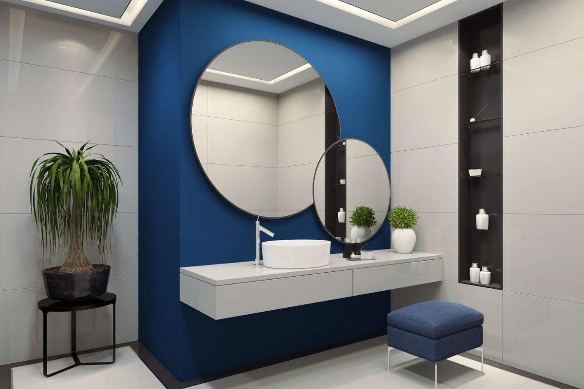 Bagno pareti color cobalto: idee e consigli per l'uso