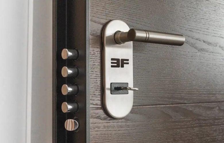 come-riparare-le-maniglie-delle-porte-6